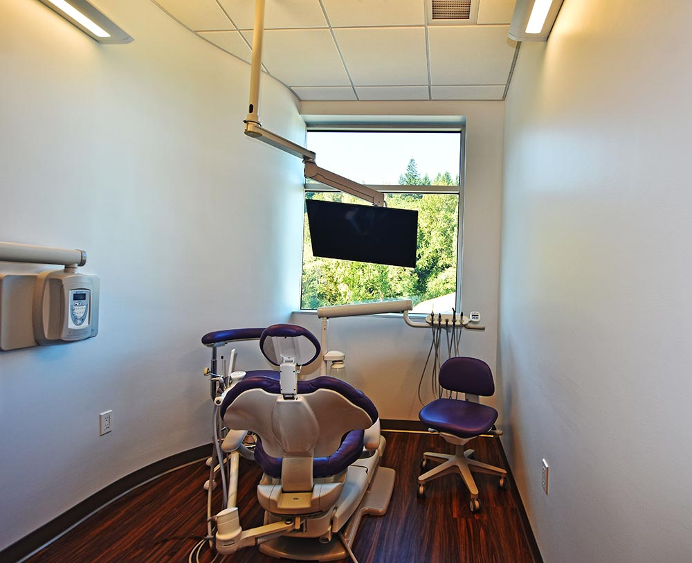 Operatory with custom curved wall at Issaquah Premier Dental